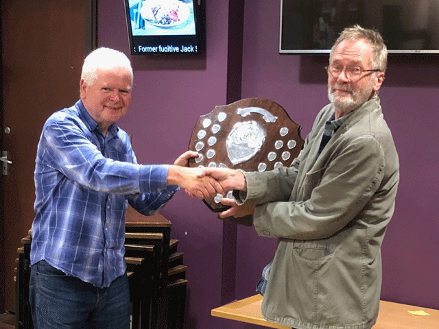 Plymouth won the Rapidplay title.  Andrew Kinder presents the Trophy to Martin Quinn, the Plymouth Rapidplay team captain.